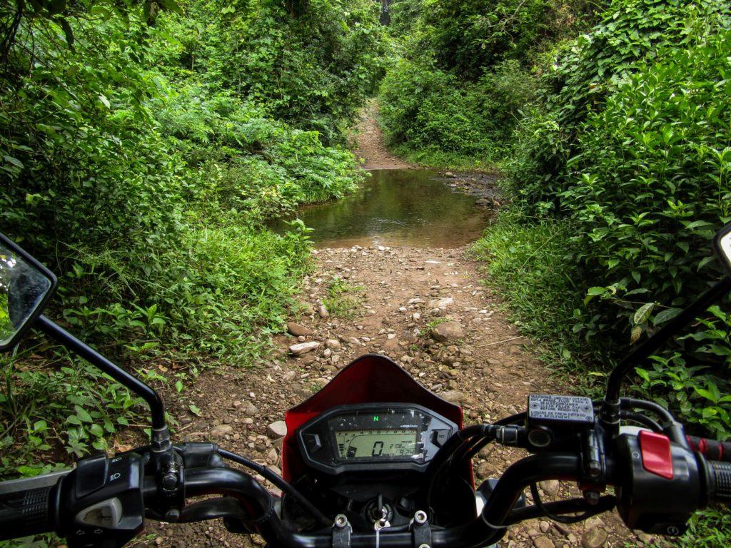 Thakhek loop Flussdurchquerung Na Sanam Wasserfälle