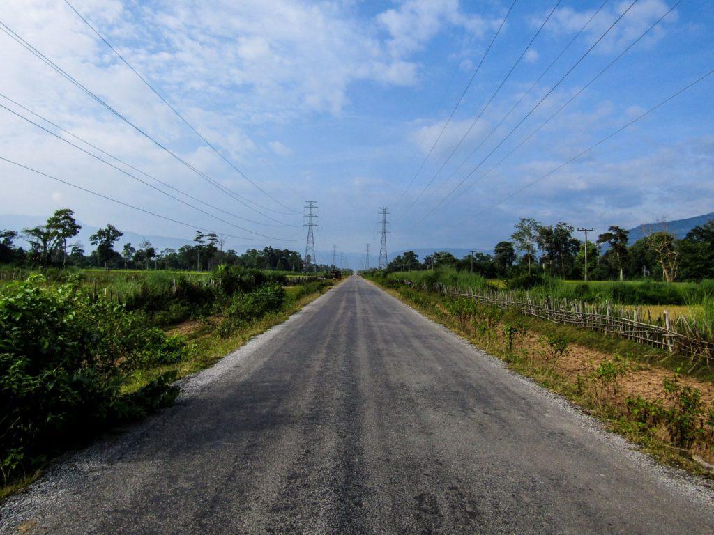Thakhek loop Straße Konglor Strommasten