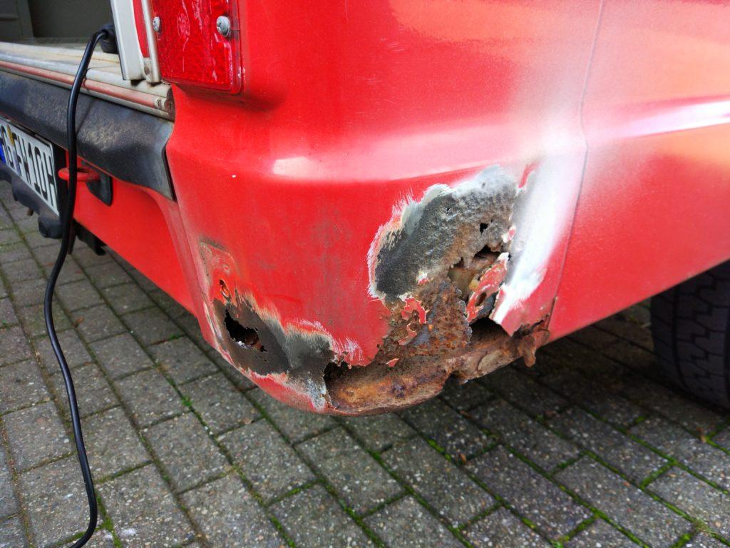 durchgerosteter Kotflügel an Mercedes T1 Feuerwehr