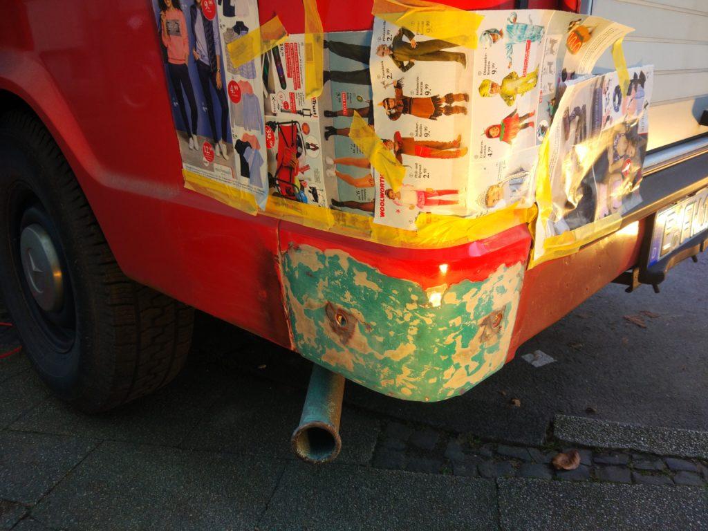 Restauration Basisfahrzeug Roststelle spachteln Glasfaserspachtel