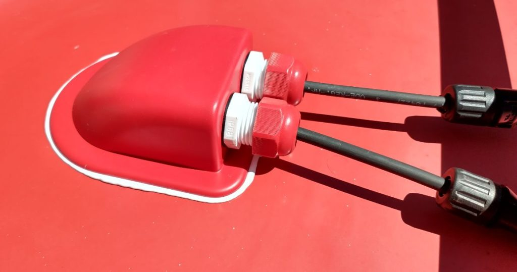 Kabeldurchführung lackiert in RAL3000